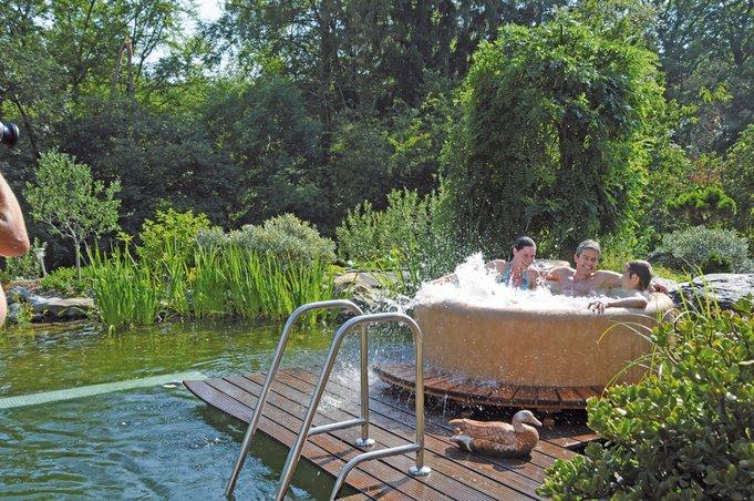 Der mobile Pool wird im Winter ins Haus geholt – am besten neben die Sauna. Foto: Whirlpool & living