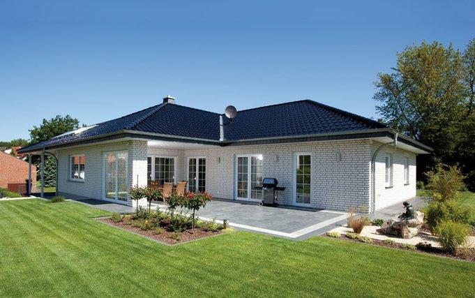 Baumeister-Haus - Haus Dittmer: ein großzügiger, moderner Winkel-Bungalow ohne Treppen