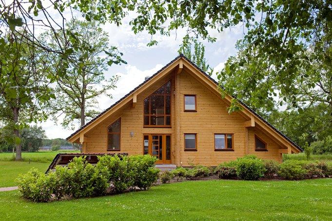 Blockhäuser erfüllen nicht nur die Sehnsucht nach naturnahem Wohnen, sondern auch nach moderner Architektur und Komfort.