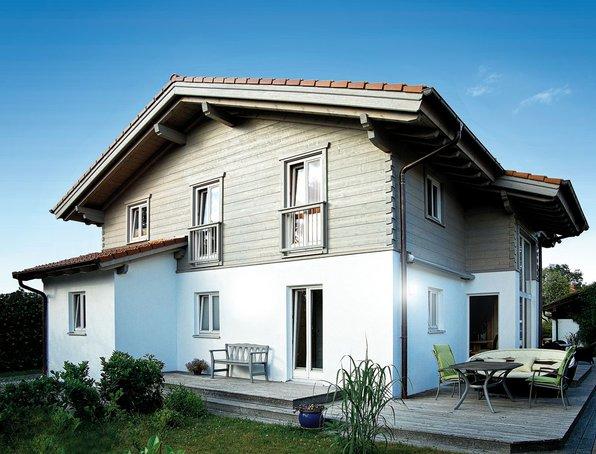 Individuelle Tradition – Holzhaus von Chiemgauer