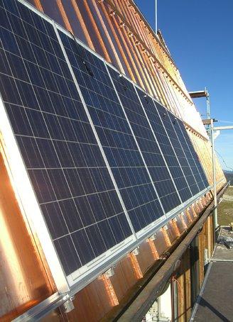 Solarthermie Aufdach-Anlage (Foto: REM Solar, www.rem-gmbh.de)