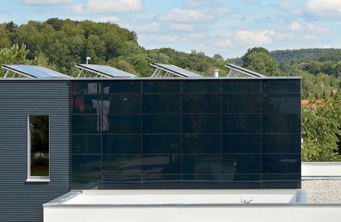 Dünnschichtmodule werden in der Architektur geschätzt und sind auch für Flächen ohne perfekte Südausrichtung geeignet.