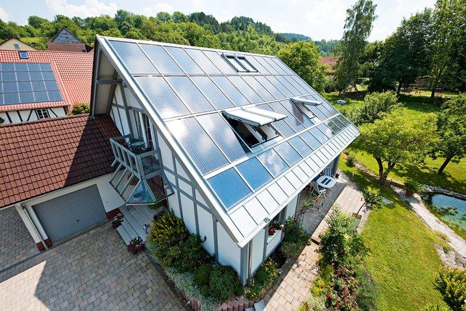 Das 10-Punkte-Konzept: So wird ein Haus zum Plusenergiehaus (Foto: ROTO)