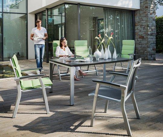 Eher klassisch funktional mögen es viele Hausbesitzer – so wie bei diesen Avance Terrassenmöbeln