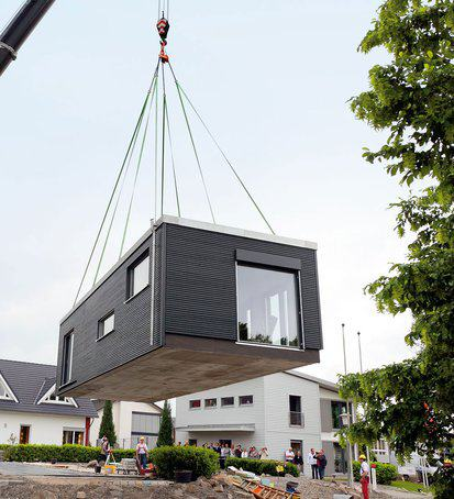 mobiles haus am haken flying space von schw rer. Black Bedroom Furniture Sets. Home Design Ideas