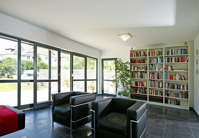 house-1567-flachdach-kubus-nach-art-des-bau-hauses-von-fertighaus-weiss-2