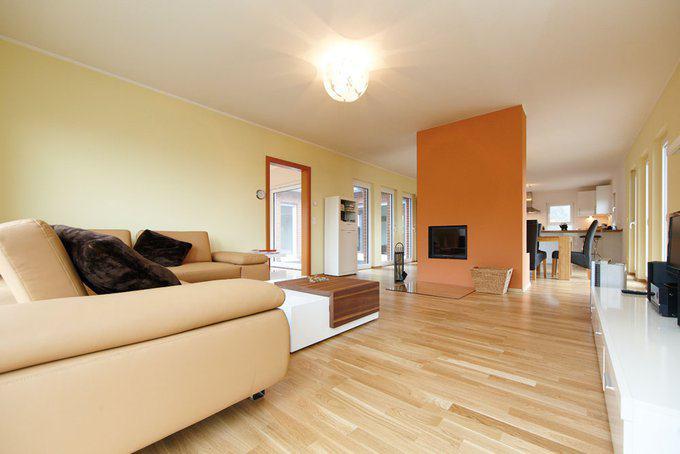house-2108-im-weitlaeufigen-wohn-und-kuechenbereich-mit-theke-wird-gern-mit-freunden-und-verwandten-gekocht-2