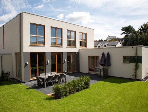house-2191-modernes-flachdachaus-von-renschhaus-rueckansicht-mit-garten-1
