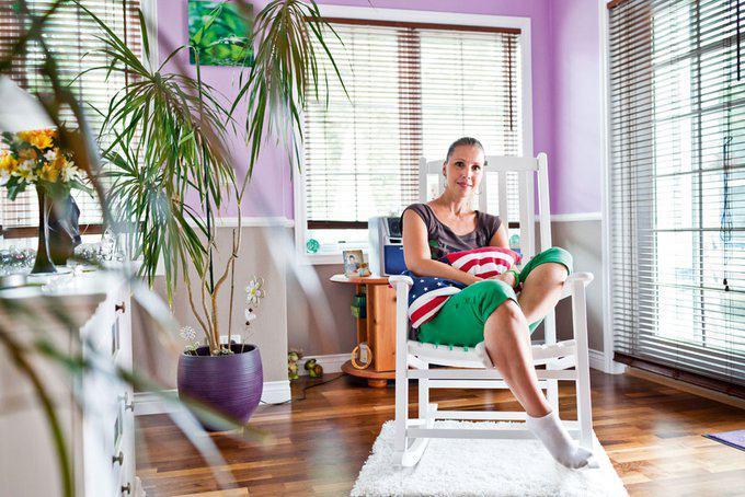 house-2266-bei-der-wandgestaltung-setzte-sich-die-hausherrin-durch-farbenfroh-und-strahlend-1