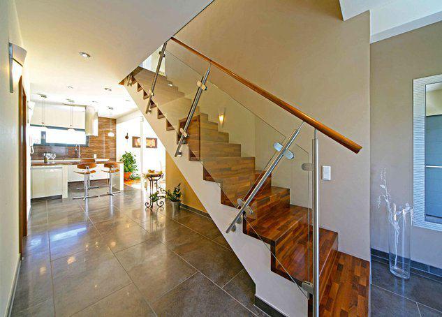 house-2282-sonnenhell-grossraeumig-familienkluger-grundriss-so-zum-beispiel-kann-moderne-einfamilienhaus-arc-1