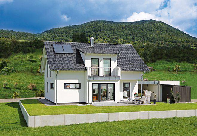 Klassisches einfamilienhaus koch von fertighaus weiss for Satteldach einfamilienhaus