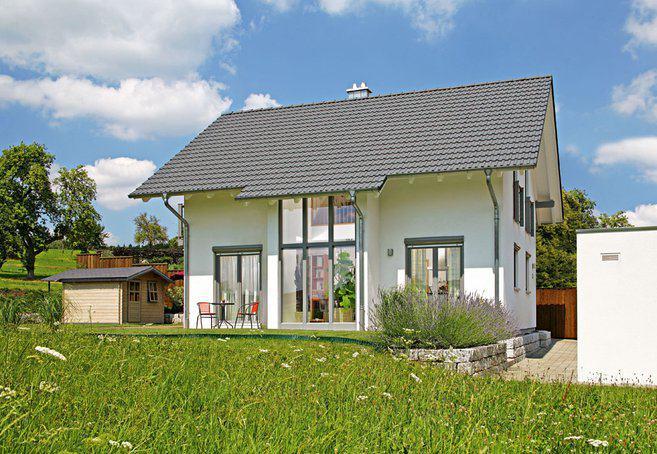 house-2294-vier-bodentiefe-zweifluegelfenster-bieten-im-erdgeschoss-direkten-zugang-zum-umlaufenden-terrasse-1