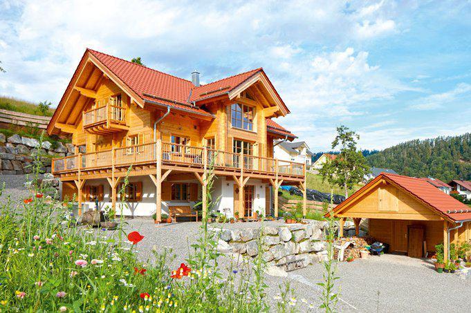 house-2296-hanglagen-sind-im-schwarzwald-eher-die-regel-als-die-ausnahme-holzhaeuser-gehoeren-quasi-zum-land-1