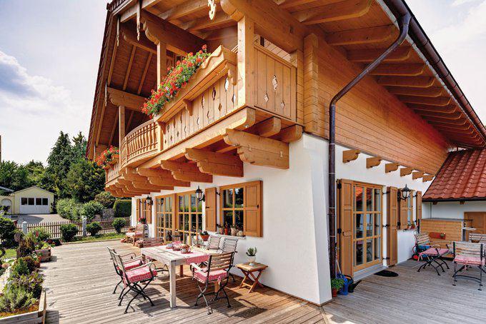 house-2313-prachtvoll-entfaltet-sich-das-chaletartige-obergeschoss-ueber-dem-verputzten-erdgeschoss-2