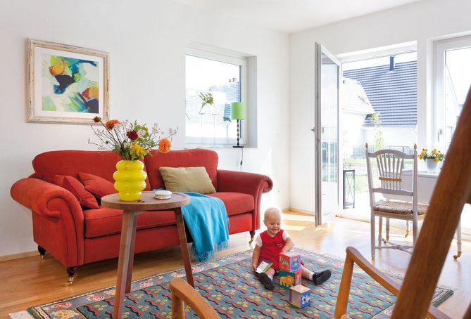 house-2355-mehrere-terrassentueren-verschaffen-schnellen-zugang-vom-wohnbereich-in-den-garten-1