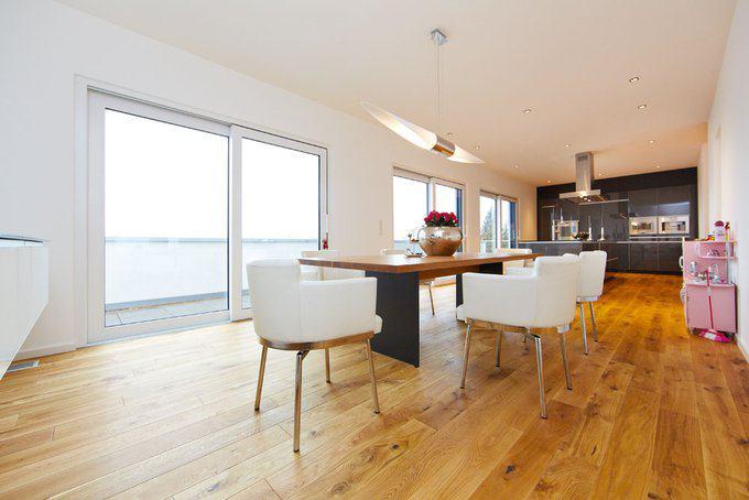 house-2435-der-koch-und-essbereich-mit-seinem-raffiniert-bemessenen-balkon-1