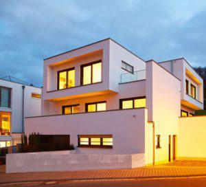 house-2435-strassenansicht-und-nebenein-gang-des-martinez-hauses-2