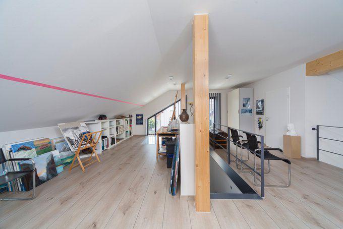 house-2576-ekkehard-gauch-verbringt-einen-grossteil-seiner-freizeit-an-der-staffelei-1