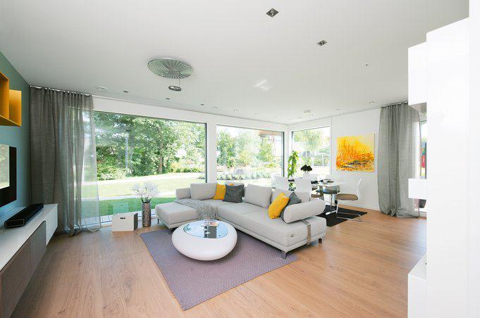house-2594-fast-40-quadratmeter-misst-der-ueppig-belichtete-familienbereich-an-den-sich-rechts-die-terrasse-1