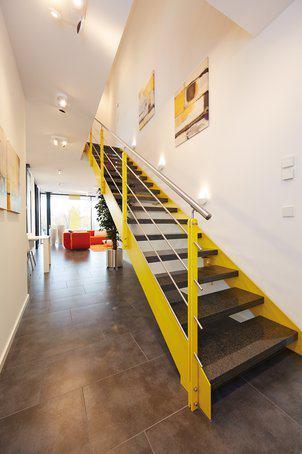 house-2677-die-gerade-edelstahltreppe-ist-in-vielen-farben-erhaeltlich-und-wurde-fuer-eine-optimale-raumausn-1