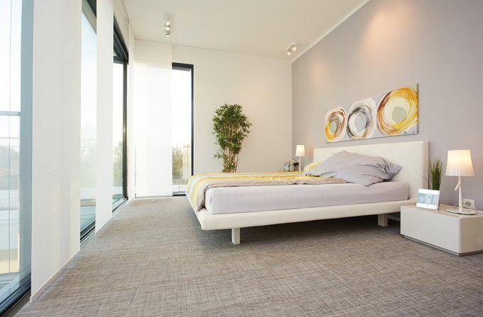 house-2677-komfort-auch-im-dachgeschoss-vom-bett-ist-der-zugang-zum-70-quadratmeter-grossen-balkon-schwellen-2