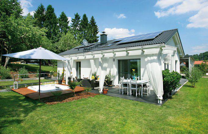 house-2748-fensterrahmen-passend-zum-grauen-dach-und-die-weisse-fassade-geben-dem-haus-sein-modernes-gesicht-2