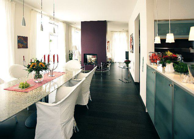 house-2843-freundliche-atmosphaere-durch-bodentiefe-fenster-1