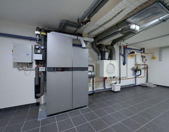 house-2873-das-brennstoffzellen-heizgeraet-liefert-strom-und-waerme-1
