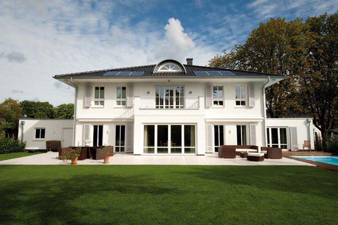 house-2902-die-vornehme-bezieht-ihre-wirkung-aus-in-die-breite-gezogenen-proportionen-1