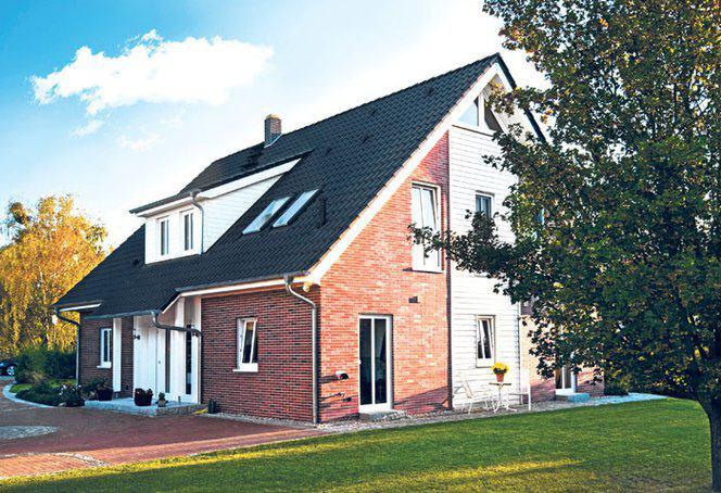 Traditionell und modern ein landhaus von haacke haus for Traditionell modern bauen