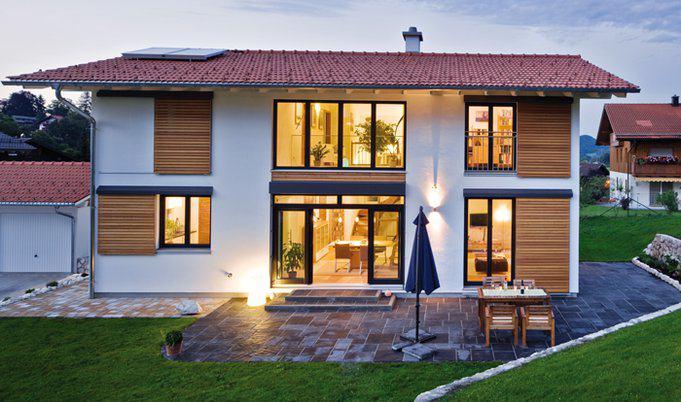Haus bayerisch gmain von regnauer hausbau for Einfamilienhaus bauen ideen