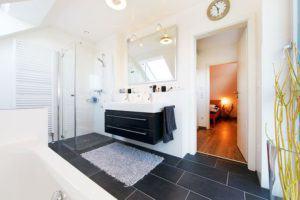 house-3005-anstelle-des-badezimmers-im-obergeschoss-war-im-urspruenglichen-plan-ein-drittes-kinderzimmer-vor-2