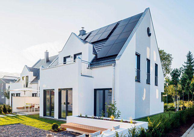 house-3006-ein-hauch-von-postmoderne-kennzeichnet-das-doppelhaus-die-pv-module-sind-stilistisch-elegant-ange-1