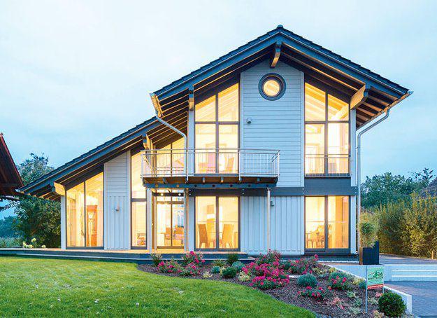 house-3008-auf-175-quadratmeter-wohnflaeche-trifft-das-tageslicht-durch-sechs-eckfenster-garantiert-immer-in-1-2