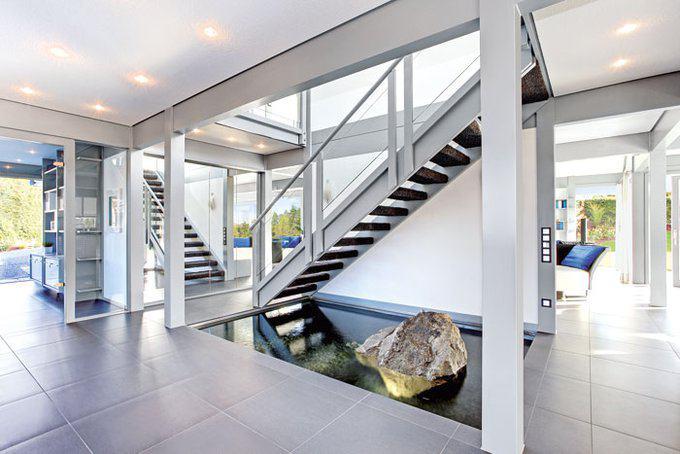 house-3009-spektakulaerer-empfang-mit-wasserbecken-die-spiegelwand-verbirgt-die-haustechnik-foto-davinci-hau-1