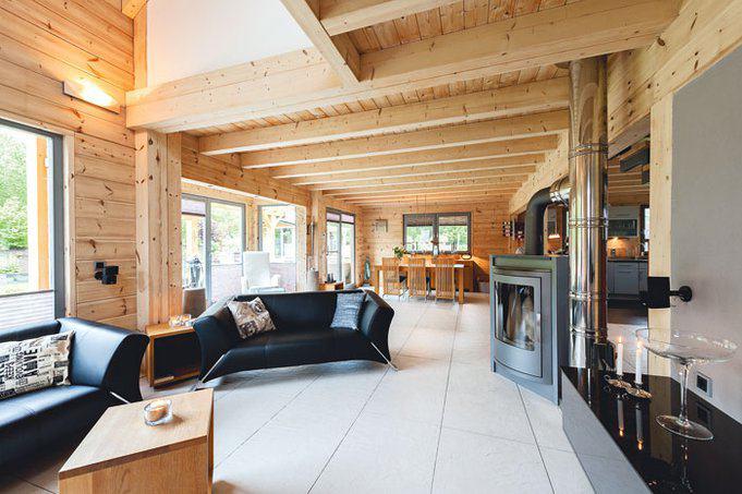 house-3017-die-massiven-ungedaemmten-holzwaende-halten-die-waerme-im-winter-perfekt-im-haus-und-im-sommer-dr-1-2