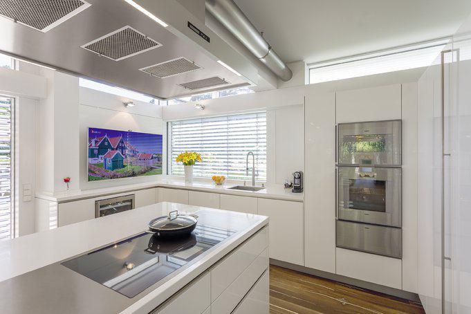 house-3242-wer-beim-kochen-den-blick-ins-tv-dem-blick-in-den-park-vorzieht-kommt-voll-auf-seine-kosten-2