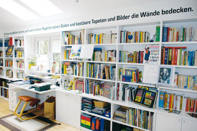 house-562-raum-zum-loslassen-der-deutsche-dichter-heinrich-heine-ist-elisabeth-toepfers-steter-begleiter-in-2