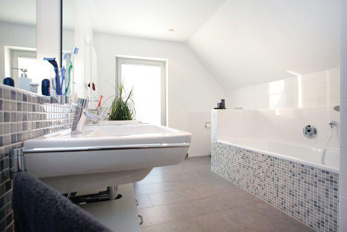 house-608-im-bad-koennen-sich-ohne-gegenseitige-behinderung-auch-mehrere-familienmit-glieder-aufhalten-1
