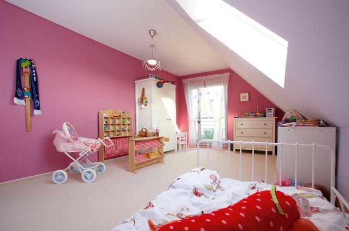 house-608-licht-und-luft-auch-fuer-die-kleinsten-der-familie-neben-dem-bodentiefen-fenster-gibt-es-noch-ein-1