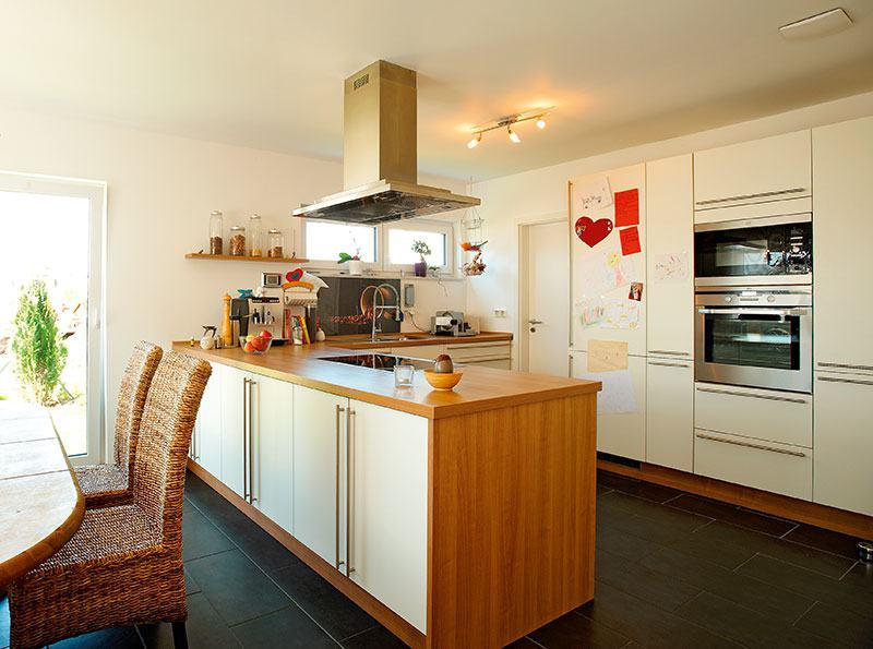 Küche Haus Acacia von FischerHaus