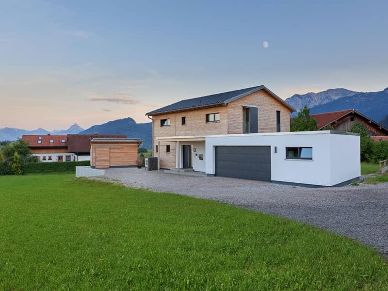 Außenansicht inkl. Garage Familienhaus Schneider von Baufritz