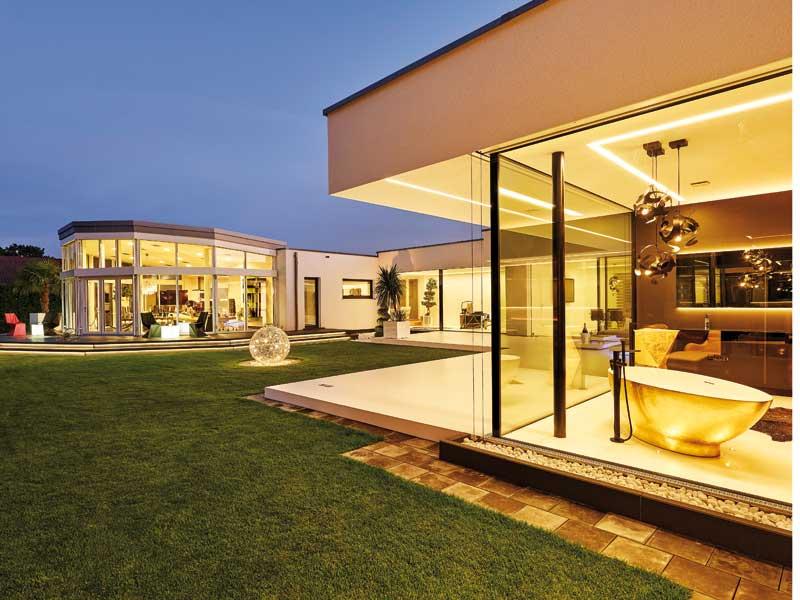 Flachdach 170 von Luxhaus Gartenseite Abend