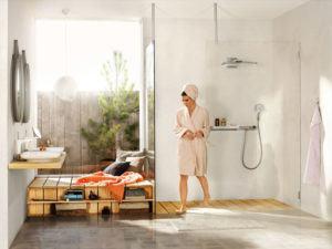 Bad als Wohlfühloase mit Materialien aus Stein und Holz