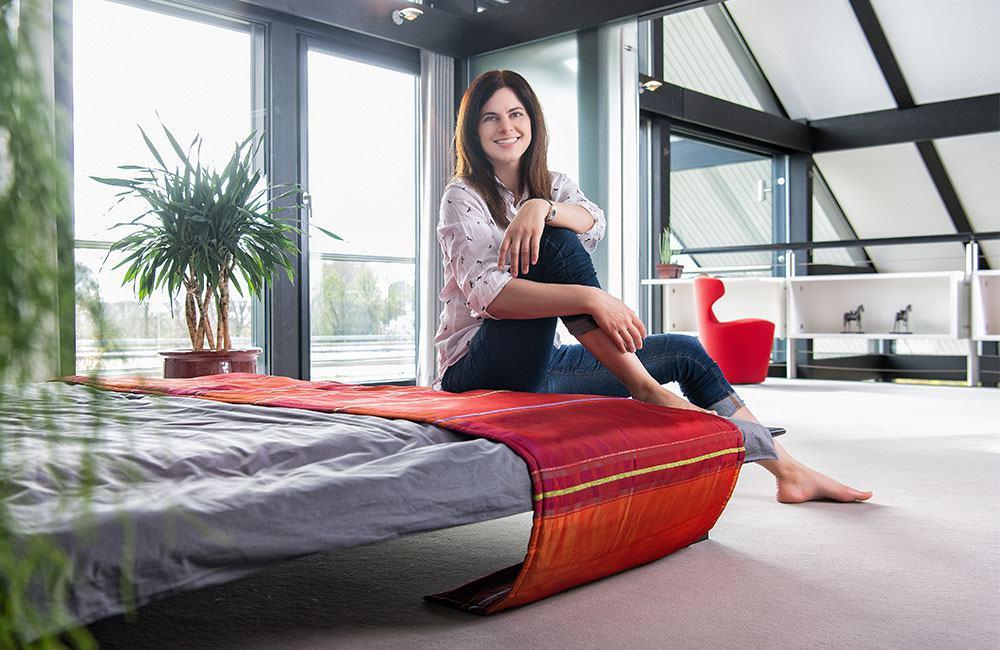 Schlafzimmer im HUF-Musterhaus in der FertighausWelt Hannover.