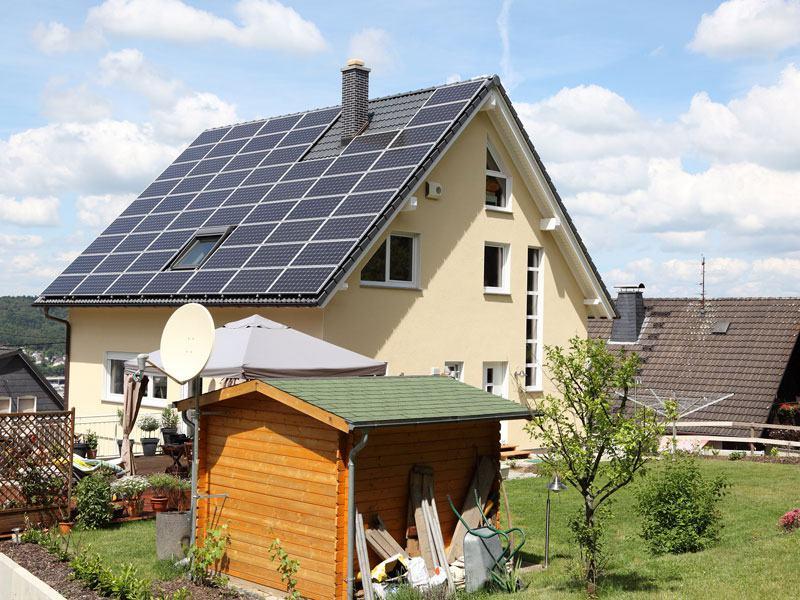 web_Senec_Haus_mit_PV-Anlage