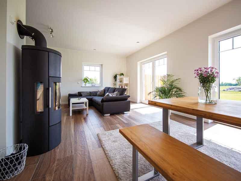 Wohnbereich mit Kamin im Entwurf Lugana Büchen