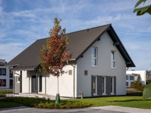 Fingerhaus_JUNO_Frankenberg_Aussen_Eingang_Seite