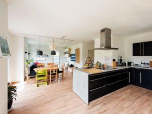 Haus Hamburg von Bau- GmbH Roth. Küche und Essen