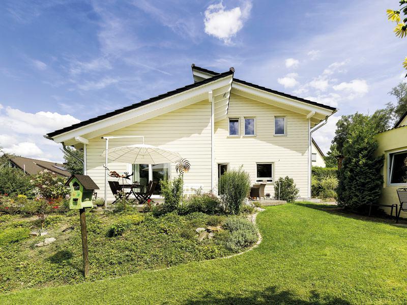 Entwurf Flieder von Stommel Haus Aussen Garten